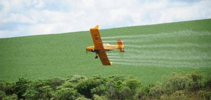 Mitos e burocracia detêm avanço da aviação agrícola no Brasil