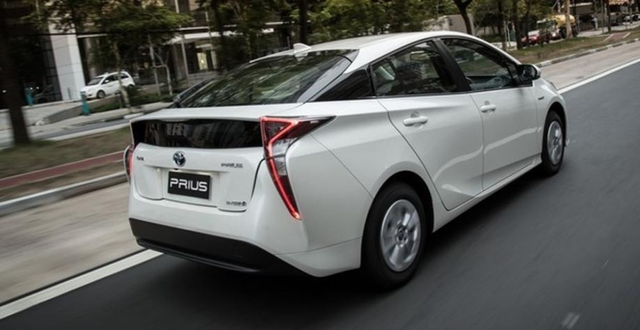 Híbrido Toyota Prius é vendido no Brasil e na Argentina — Foto: Divulgação