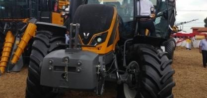 Valtra exalta as mulheres do agronegócio em estande tecnológico na Agrishow