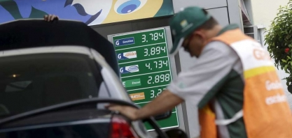 Preço do etanol nos postos cai 2% na semana; diesel e gasolina também recuam, diz ANP