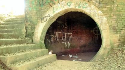 Túnel embaixo do Engenho Central de Piracicaba filtrava fumaça e guarda marcas até hoje