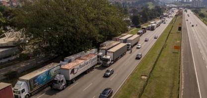 STF suspende julgamento sobre frete, e caminhoneiros discutem greve