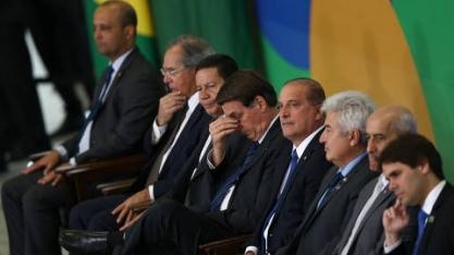 Após fala de Macron, equipe ministerial em combate a queimadas é convocada