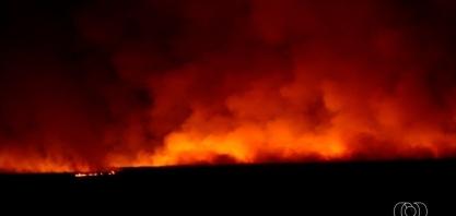Incêndio em canavial faz funcionários descocuparem usina em Goiatuba