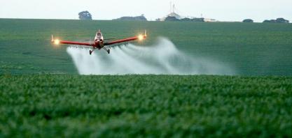 Deputado propõe projetos que proíbem agrotóxicos e pulverização aérea em Mato Grosso