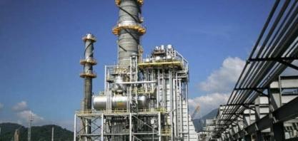 Indústria cresce em agosto, mas resultado é concentrado em petróleo, etanol e minério