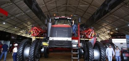 Produção de máquinas agrícolas e rodoviárias caiu 30,3% em outubro