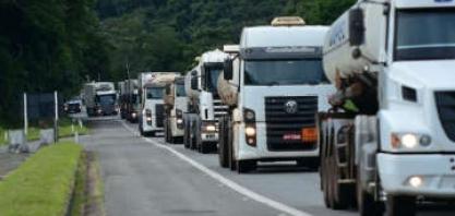 Sem serviços e restaurantes nas estradas, caminhoneiros pedem apoio