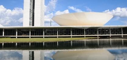 Covid-19: Congresso Brasileiro vota a liberação da produção do álcool 70
