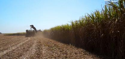 Vendas de máquinas agrícolas desabaram no país em abril