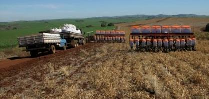Apenas agricultura mantém cabeça fora d´água no Brasil