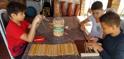 Estudantes do interior do Ceará criam canudo ecológico com cana-de-açúcar