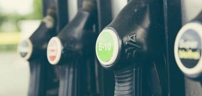 Etanol abre a semana em baixa mirando o petróleo em queda, mas sem direção clara