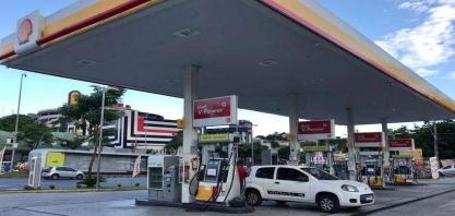 Tanqueiros mantêm greve e postos de BH já estão sem combustível
