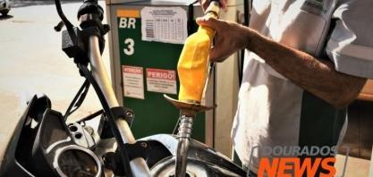 Redução mínima mantem preço médio da gasolina comum acima dos R$ 6