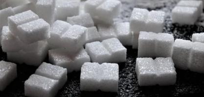 Açúcar bruto cai 2% na ICE com chuvas no Brasil; café também recua